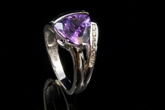 Amythist and diamond ring set in 14kw