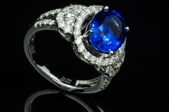 Tanzanite and diamond ladies ring set in 18kw