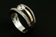 14ktt diamond ring with 1ct center